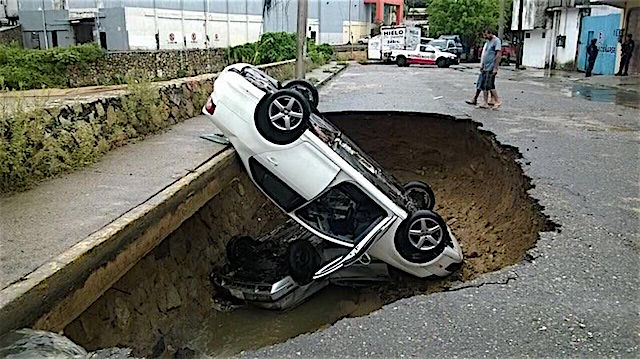 Los Ríos se Desbordan y Causan Desastres en México